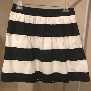 Banana Republic sz4 navy blue & white stripe mini